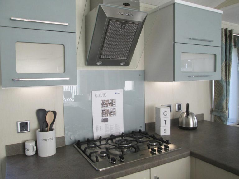 Willerby-Rutherford-Cookers-and-Cupboards-768x576